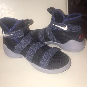 LeBron Soldier 11 Basketball shoes